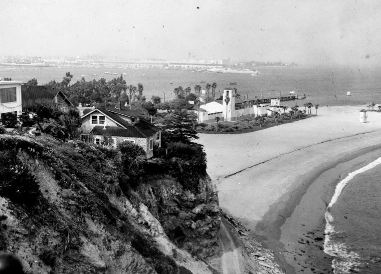 (1930s) – View of Cabrillo Beach with the bathhouse in the distance as seen from up on the cliffs. (photo courtesy Water and Power Associates)