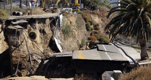 White Point Landslide 2011 (AP Photo/Jae C. Hong)