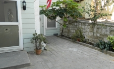 FOR RENT: Upgraded 2 Bedroom Unit with Private Courtyard